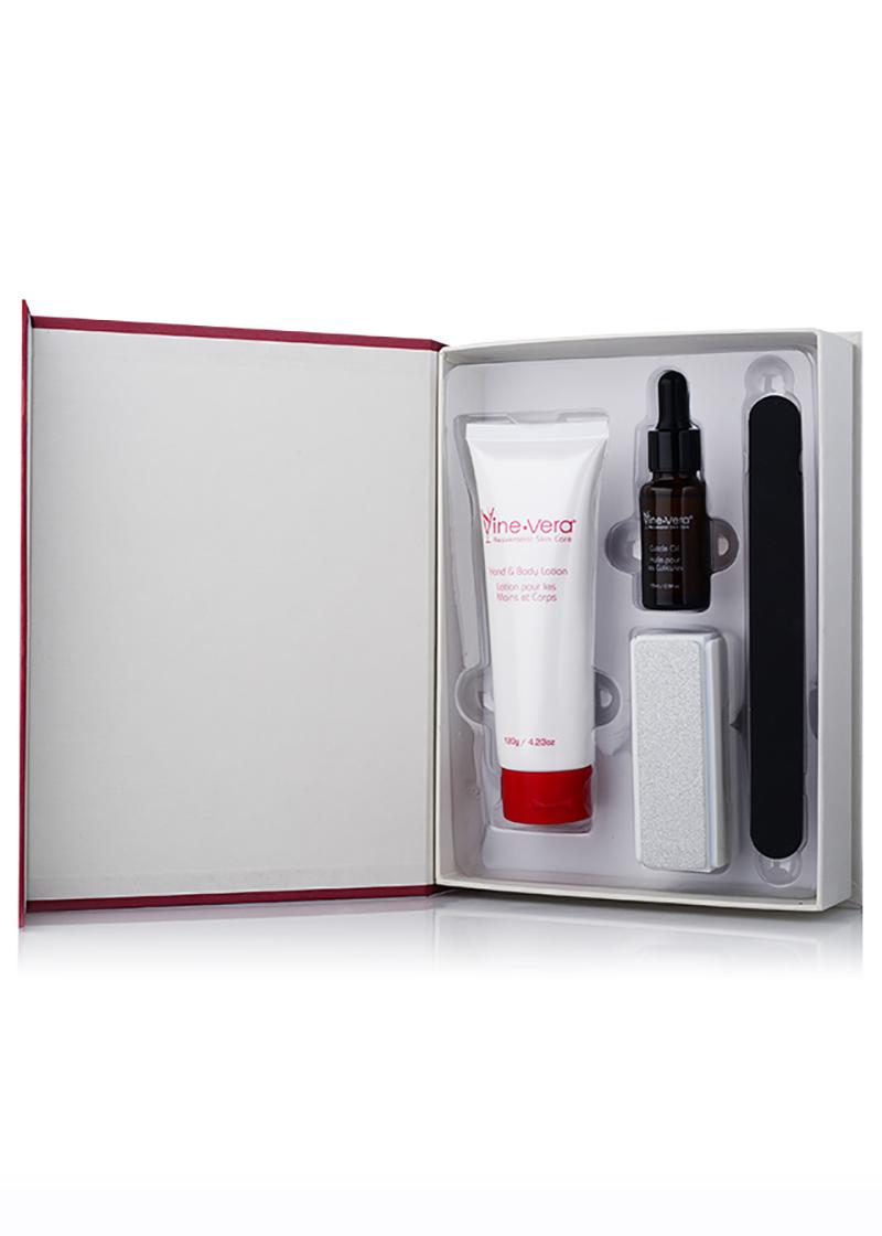 xquisite Manicure set inside case