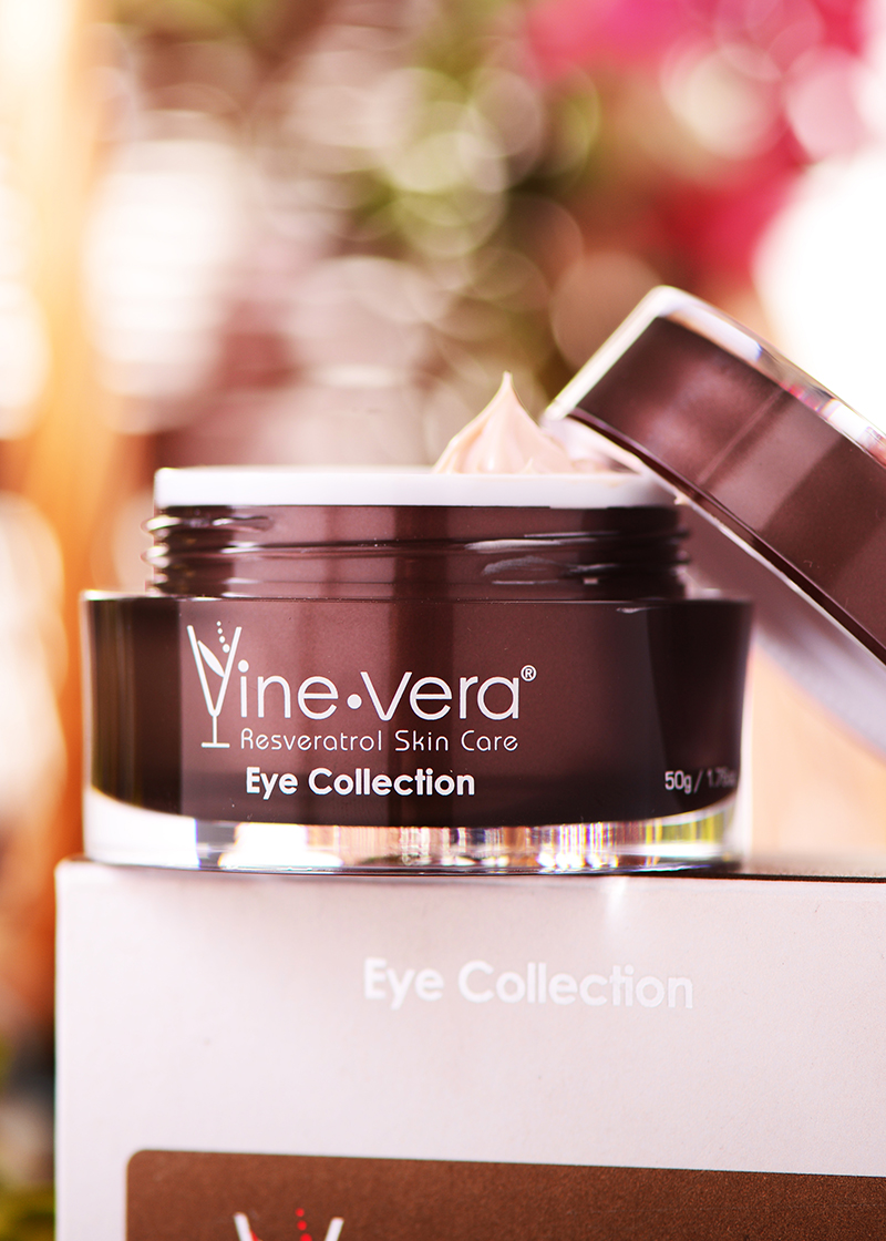 Eye Collection Dark Circle Eye Cream with background